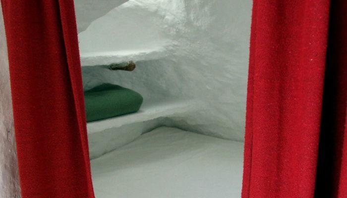 cama entrada cueva 2, cave 2, Höhle 2, grotte 2